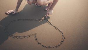 cuore-sabbia-amore-amicizia